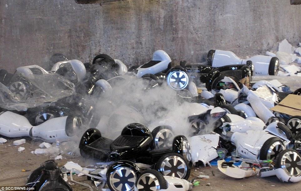 英国海关开始销毁被扣下的堆积成山的扭扭车-唯轮网