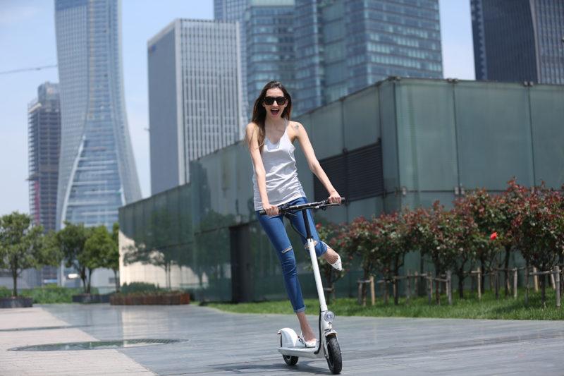 平衡车与电动滑板车,应该选哪个?-唯轮网