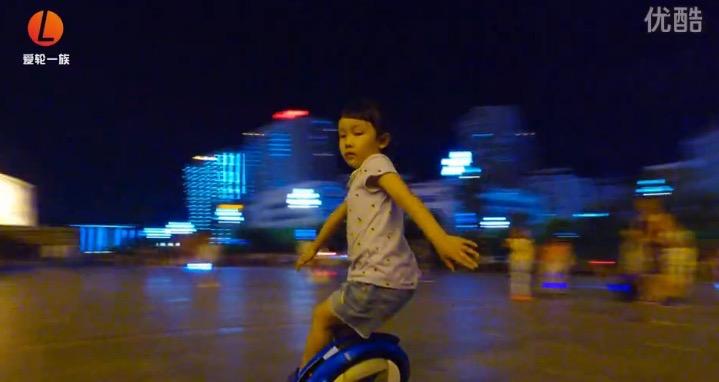 【爱轮一族】 贵州5岁平衡车MM的达人秀