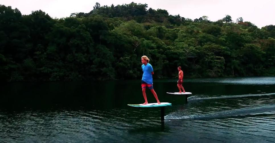 水上御剑飞行?这款电动冲浪板可以做到!