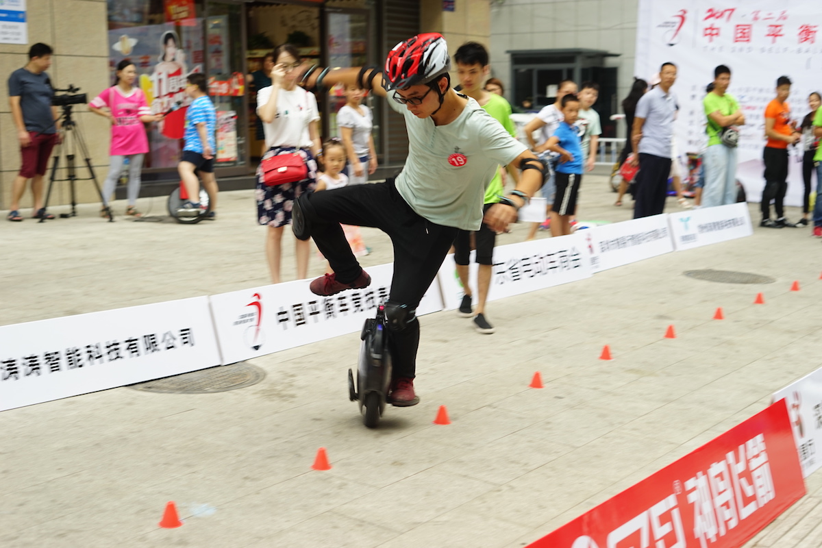 精彩不停!两分钟抢先体验中国平衡车竞技大赛荆门站!-唯轮网