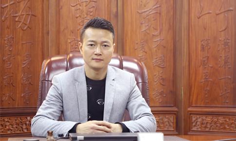 """路特威创始人林伟彬先生,荣获第三届蓝点奖的""""卓越企业家""""奖项!-唯轮网"""