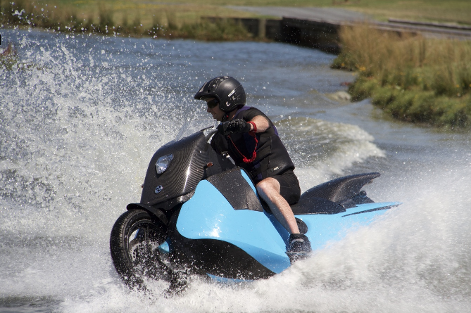 摩托车Biski,5秒变成水上摩托车,怎么做到的?-唯轮网