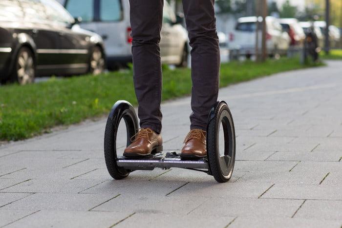 折叠滑板车都out了,这款平衡车可以2秒折叠!-唯轮网