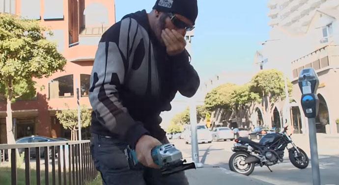 内藏生化武器的车锁,分分钟让偷车贼当场臭晕-唯轮网