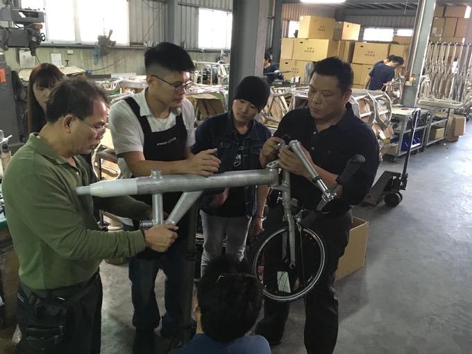 电动自行车这样折叠更小-唯轮网