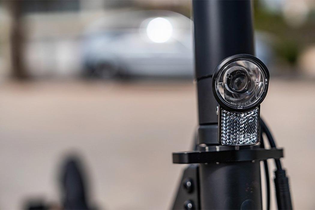 梅赛德斯·奔驰发布电动滑板车 助力最后一英里通勤-唯轮网